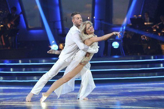 http://flory-saintloresne.f.l.pic.centerblog.net/danse-avec-les-stars-demi-finale-du-12-mars-2011-10420846hqysm_1879.jpg